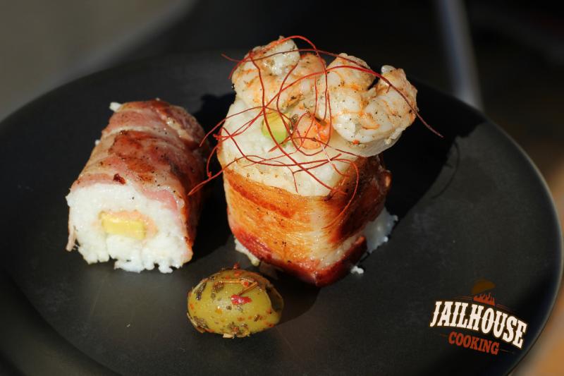 sushi mit avocado lachs und bacon von der feuerplatte jailhouse cooking. Black Bedroom Furniture Sets. Home Design Ideas