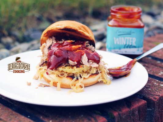 Pulled Pork Burger Gasgrill : Pulled kassler burger mit sauerkraut und ananas jailhouse cooking
