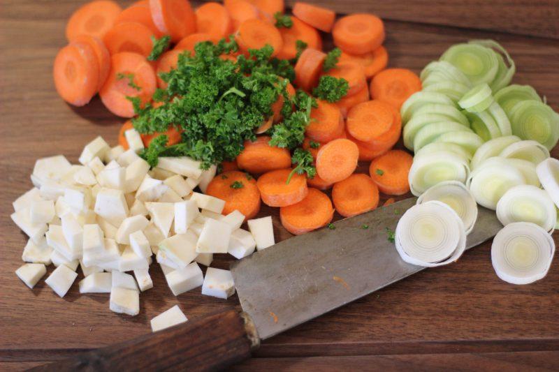 Grüne Bohnensuppe in Vorbereitung