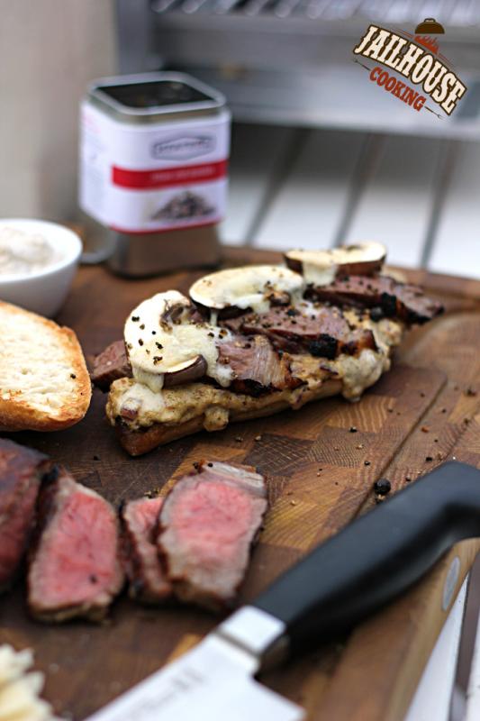 Sandwich mit Steak und Pilz