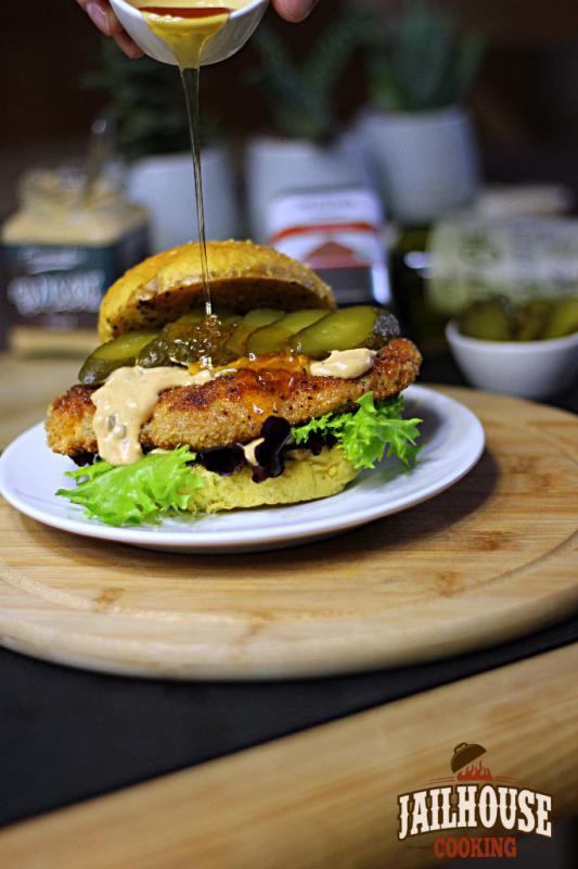 Knusper-Hähnchen Burger mit Gurke
